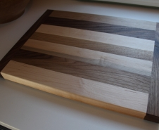 Walnut-And-Maple-Cutting-Board
